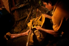 mine worker in Sri Lanka